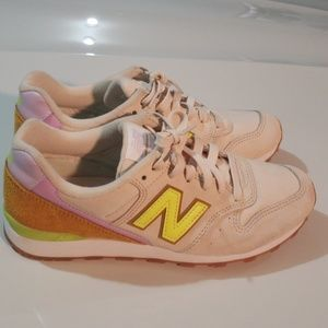New Balance 696 Sneakers Size 7.5
